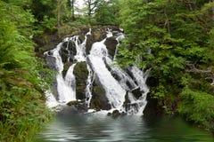 Vattenfall i den Snowdonia nationalparken arkivbilder