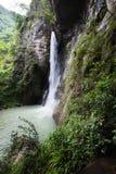 Vattenfall i den svarta bergdalen Royaltyfria Foton