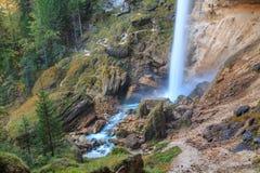 Vattenfall i den Triglav dalen Arkivfoto