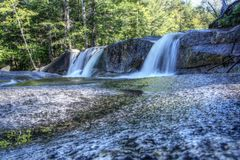 Vattenfall i den vita bergnationalparken, New Hampshire, USA Arkivfoton