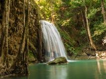Vattenfall i en skog, Thailand Royaltyfria Bilder