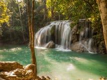 Vattenfall i en skog, Thailand Royaltyfri Bild