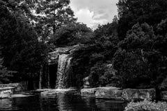 Vattenfall i en zoo Arkivbild