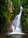 Vattenfall i fjädersäsong Royaltyfri Fotografi