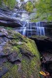Vattenfall i Foresten Casentinesi NP i höst, Tuscany, Ital Arkivbild