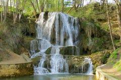 Vattenfall i Forestet Park Royaltyfria Bilder