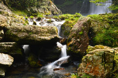 Vattenfall i hösten Royaltyfri Fotografi
