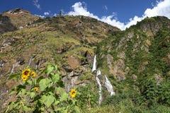 Vattenfall i Himalayas Fotografering för Bildbyråer