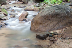 Vattenfall i Huay till krabien Thailand Arkivfoton