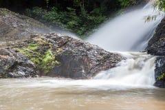 Vattenfall i Huay till krabien Thailand Arkivfoto