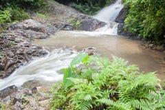 Vattenfall i Huay till krabien Thailand Arkivbilder