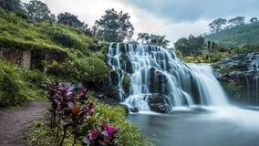 Vattenfall i Java royaltyfria bilder