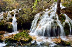 Vattenfall i Jiuzhaigou, Sichuan Kina Royaltyfri Bild