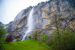 Vattenfall i Lauterbrunnen - Schweiz Royaltyfria Bilder