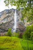 Vattenfall i Lauterbrunnen - Schweiz Fotografering för Bildbyråer