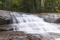 Vattenfall i naturligt (Phukraduang, Loie, Thailand), bakgrund Royaltyfria Bilder