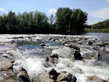Vattenfall i River Arno, Fiesole, Italien - Il girone royaltyfri fotografi