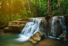 Vattenfall i skogdjungel Hauy Rong vattenfall Phrae, Thailand Royaltyfri Foto