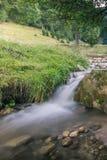 Vattenfall i skogen Royaltyfri Bild