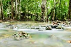 Vattenfall i smaragdpöl 4 Arkivfoton