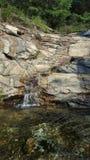 Vattenfall i staden Royaltyfria Bilder