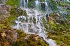 Vattenfall i steniga berg Royaltyfri Fotografi