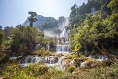 Vattenfall i Tak Province i nordvästliga Thailand Royaltyfri Fotografi