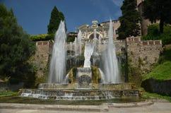 Vattenfall i Tivoli trädgårdar Arkivfoto