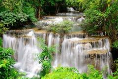 Vattenfall i tropisk skog i Thailand Royaltyfri Foto