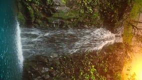 Vattenfall i tropiskt paradis lager videofilmer