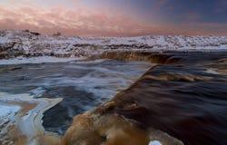 Vattenfall i vinter Arkivfoton