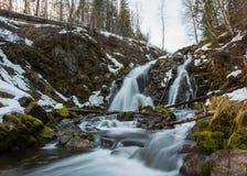 Vattenfall i vintern Arkivfoto