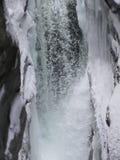 Vattenfall i vintertid Arkivbild