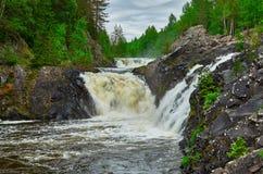 Vattenfall Kivach i Kareliya Royaltyfri Bild