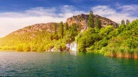 Vattenfall Krka, nationalpark, Dalmatia, Kroatien Sikt av den Krka nationalparken, Roski sm?lll?ge, Kroatien, Europa h?rligt arkivbild
