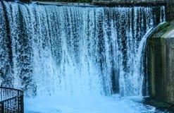 Vattenfall landskap, natur, vatten, gr?splaner arkivbilder