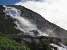 Vattenfall Langfossen i Norge Royaltyfria Foton