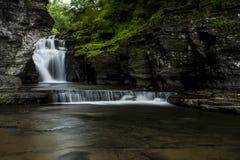 Vattenfall - Manorkill nedgångar - Catskill berg, New York royaltyfria foton