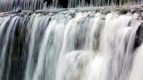 Vattenfall med regnbågefärger Royaltyfri Fotografi