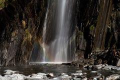Vattenfall med regnbågen Royaltyfria Bilder