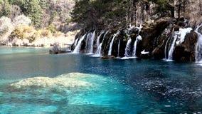 Vattenfall med sjön stock video
