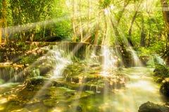 Vattenfall med solljus Fotografering för Bildbyråer