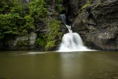 Vattenfall - min bytenedgångar - Catskill berg, New York Royaltyfria Bilder