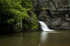 Vattenfall - min bytenedgångar - Catskill berg, New York Royaltyfria Foton