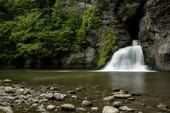Vattenfall - min bytenedgångar - Catskill berg, New York Arkivfoton