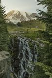 Vattenfall Mount Rainier, Washington, WA, USA, lopp, turism royaltyfri foto