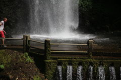 Vattenfall nära Batu Royaltyfri Bild