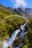 Vattenfall nära den Briksdal glaciären - Norge Royaltyfri Fotografi