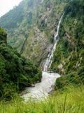 Vattenfall nära den Jagat - Marsyangdi floden - Nepal fotografering för bildbyråer