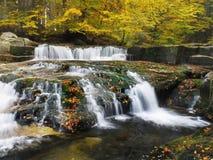 Vattenfall nedgångar, höst, landskap Arkivfoton
